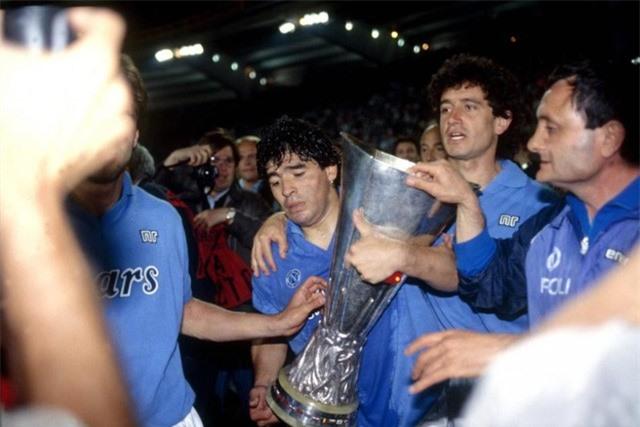 """Diego Maradona - Tiểu sử và thành tích của """"cậu bé vàng"""" Argentina - Ảnh 6."""