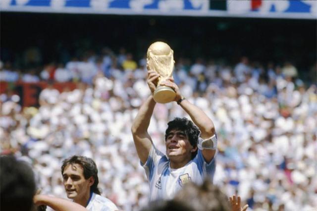"""Diego Maradona - Tiểu sử và thành tích của """"cậu bé vàng"""" Argentina - Ảnh 7."""