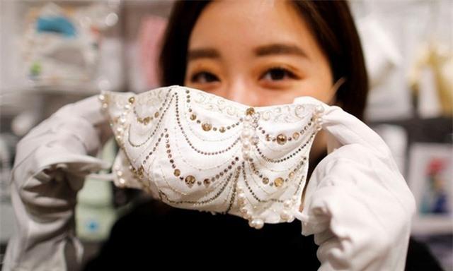 Khẩu trang kim cương có giá… 9.600 USD - Ảnh 1.