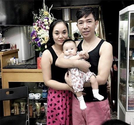 Long Nhật bị đàm tiếu giới tính, vợ trẻ vẫn bất chấp để sinh thêm con thứ 4 - Ảnh 3.