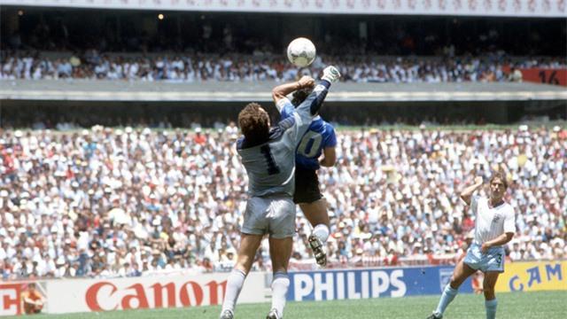 Nhìn lại hai bàn thắng lịch sử của Diego Maradona vào lưới tuyển Anh ở World Cup 1986 - Ảnh 1.