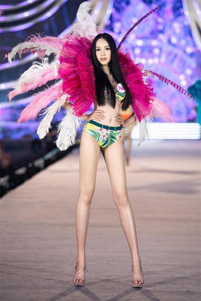 Thí sinh gặp sự cố hy hữu, lần đầu xảy ra trong lịch sử Hoa hậu VN: Tôi rất lúng túng - Ảnh 1.