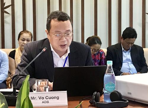 Tiến sĩ Võ Cường trình bày về báo cáo khảo sát tại hội thảo.