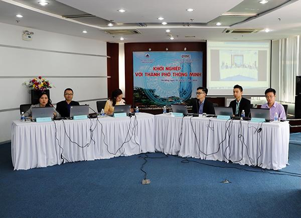 """Hội đồng Điều phối mạng lưới Khởi nghiệp Đà Nẵng phối hợp với Cổng Thông tin điện tử TP tổ chức chương trình tọa đàm đối thoại trực tuyến với chủ đề """"Khởi nghiệp với thành phố thông minh"""""""