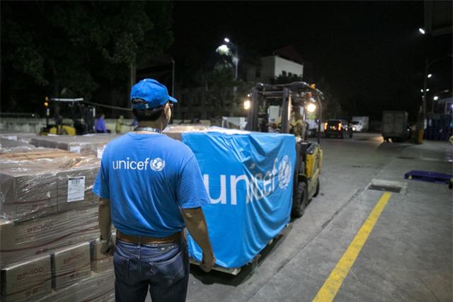 """10 tấn sản phẩm dinh dưỡng """"bay thẳng đến Việt Nam để điều trị trẻ suy dinh dưỡng ở miền Trung - Ảnh 2."""