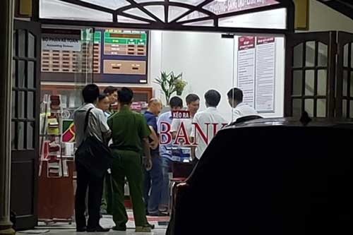 Thanh niên bịt mặt 'đại náo' phòng giao dịch ngân hàng ở Đồng Nai