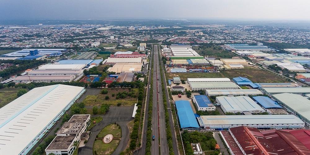 Một góc Khu công nghiệp Mỹ Phước, thị xã Bến Cát, tỉnh Bình Dương. Đây là khu công nghiệp đầu tiên tại Việt Nam áp dụng mô hình xây dựng khu phức hợp: Công nghiệp, dịch vụ, thương mại, đô thị và dân cư.