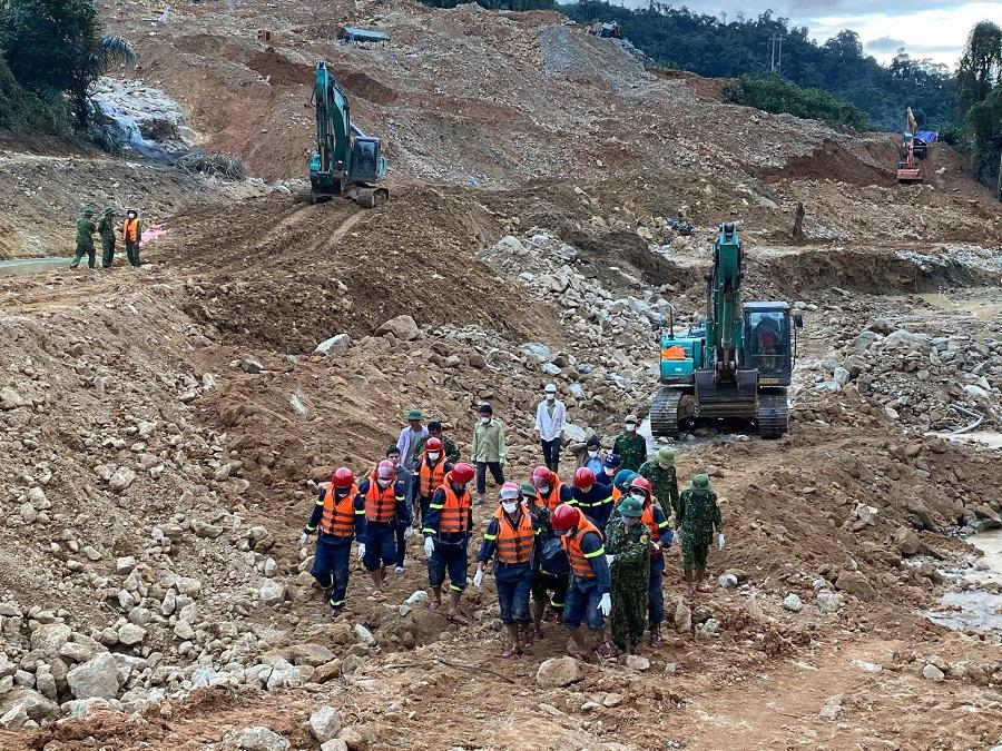 Đến nay, lực lượng tìm kiếm đã tìm thấy 6/17 công nhân mất tích tại Thủy điện Rào Trăng 3.