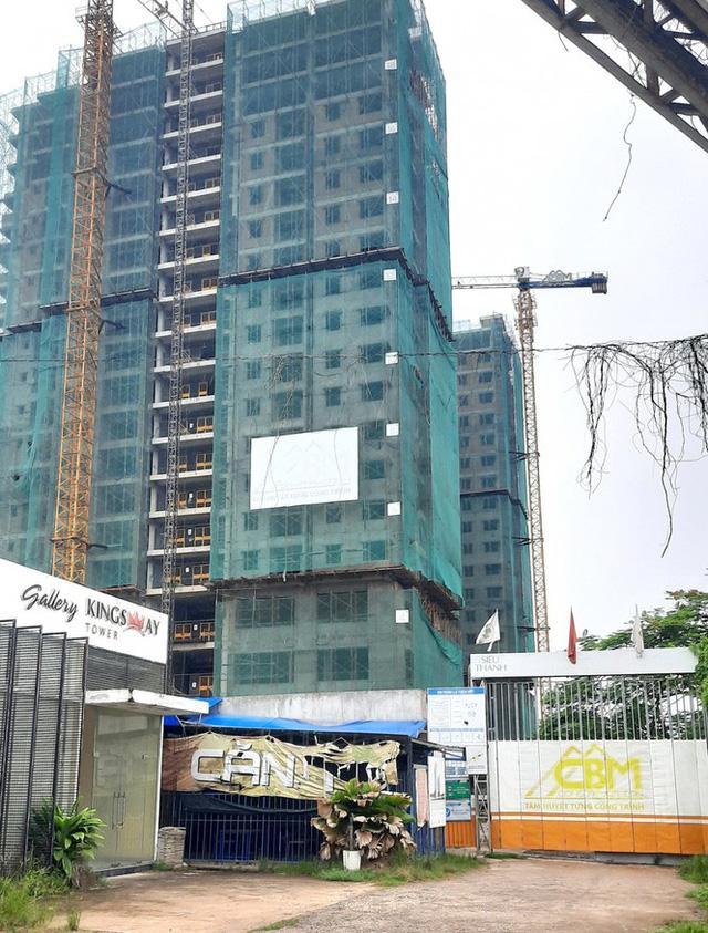 Dự án Kingsway Tower đã để xảy ra nhiều sai phạm và ngưng thi công trong thời gian dài khiến cho người mua nhà đứng ngồi không yên.