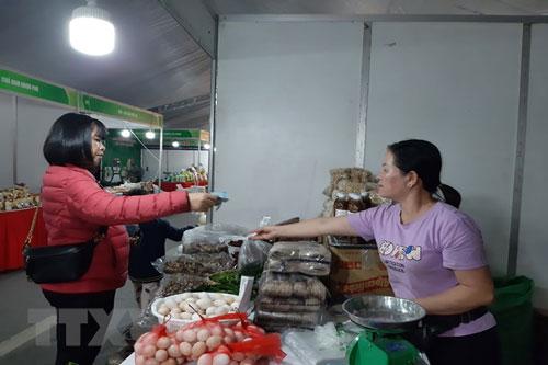 Các sản phẩm nông sản được giới thiệu tại hội chợ. (Ảnh: Phương Anh/TTXVN)
