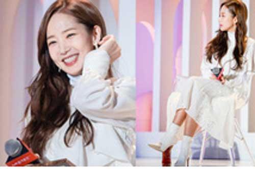 Park Min Young gây sốt với bộ ảnh khoe nhan sắc tiên tử lần đầu được tiết lộ, nhưng đôi chân lại đen sạm khiến fan hốt hoảng