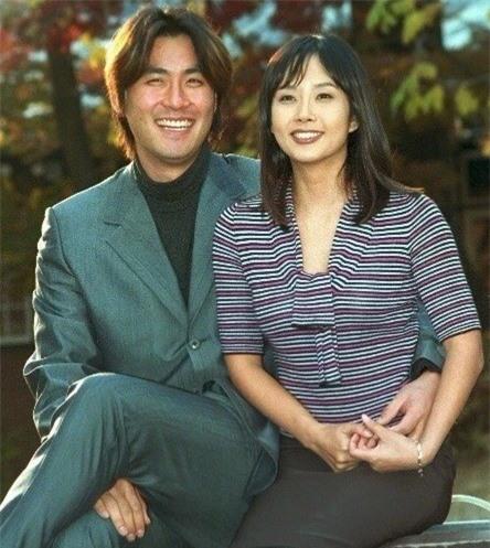 Choi Jin Sil và chồng, cầu thủ Jo Sung Min, trong những tháng ngày hạnh phúc hiếm hoi.