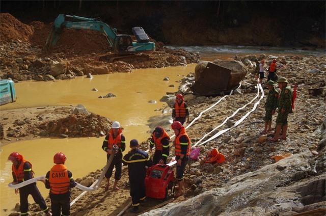 Đã huy động hơn 9.500 lượt người và phương tiện tìm kiếm nạn nhân Thủy điện Rào Trăng 3 - Ảnh 1.