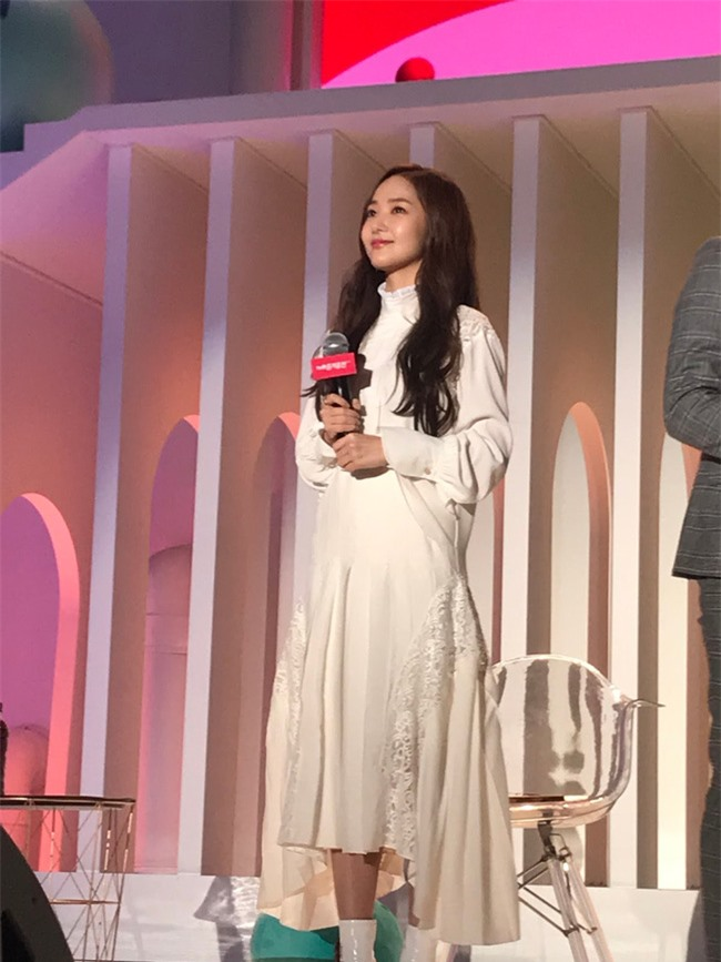 Park Min Young gây sốt với bộ ảnh khoe nhan sắc tiên tử lần đầu được tiết lộ, nhưng đôi chân lại đen sạm khiến fan hốt hoảng - Ảnh 13.