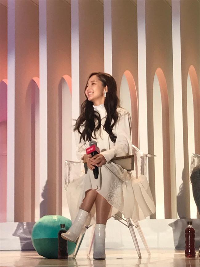 Park Min Young gây sốt với bộ ảnh khoe nhan sắc tiên tử lần đầu được tiết lộ, nhưng đôi chân lại đen sạm khiến fan hốt hoảng - Ảnh 14.
