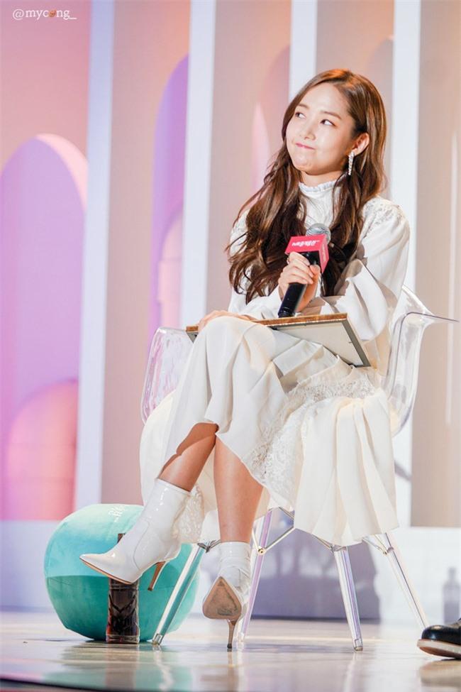 Park Min Young gây sốt với bộ ảnh khoe nhan sắc tiên tử lần đầu được tiết lộ, nhưng đôi chân lại đen sạm khiến fan hốt hoảng - Ảnh 16.