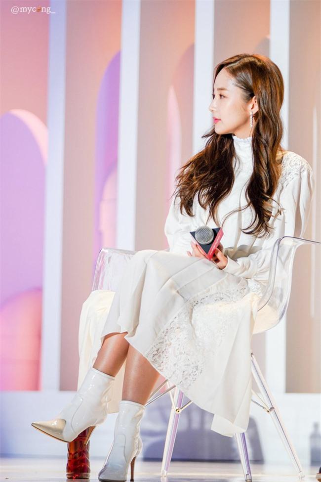 Park Min Young gây sốt với bộ ảnh khoe nhan sắc tiên tử lần đầu được tiết lộ, nhưng đôi chân lại đen sạm khiến fan hốt hoảng - Ảnh 19.