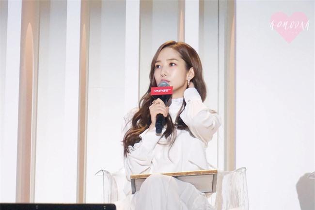 Park Min Young gây sốt với bộ ảnh khoe nhan sắc tiên tử lần đầu được tiết lộ, nhưng đôi chân lại đen sạm khiến fan hốt hoảng - Ảnh 6.
