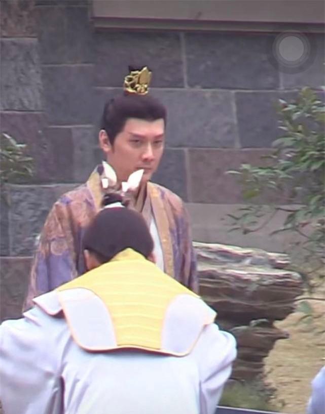 Phùng Thiệu Phong lộ ảnh già khọm, da nhăn mắt thâm quầng, netizen chê không xứng với Triệu Lệ Dĩnh - Ảnh 3.