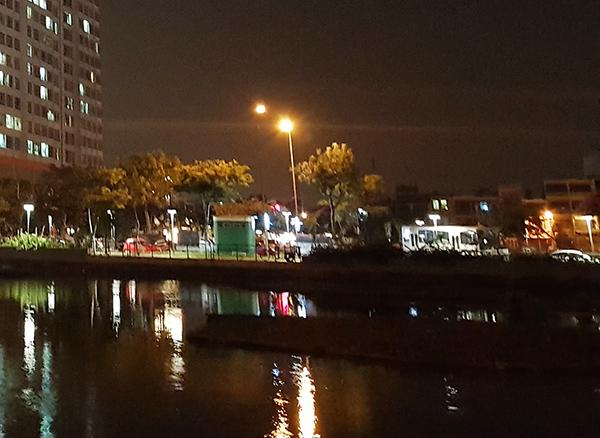 Đà Nẵng nói rất nhiều về phát triển kinh tế đêm, nhưng có hai hồ nước Thạc Gián - Vĩnh Trung rất quý giá ngay giữa trung tâm TP thì lại để tối om hết năm này qua tháng nọ. Thật vô cùng lãng phí!