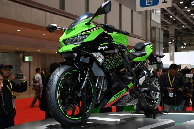 Kawasaki Ninja ZX-25R 2020 về Việt Nam, giá từ 180 triệu đồng, cạnh tranh Yamaha YZF-R3