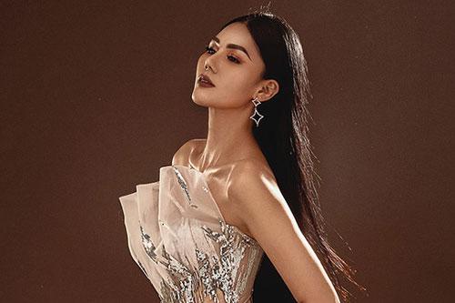 Hoa hậu Kim Nguyên diện váy xuyên thấu