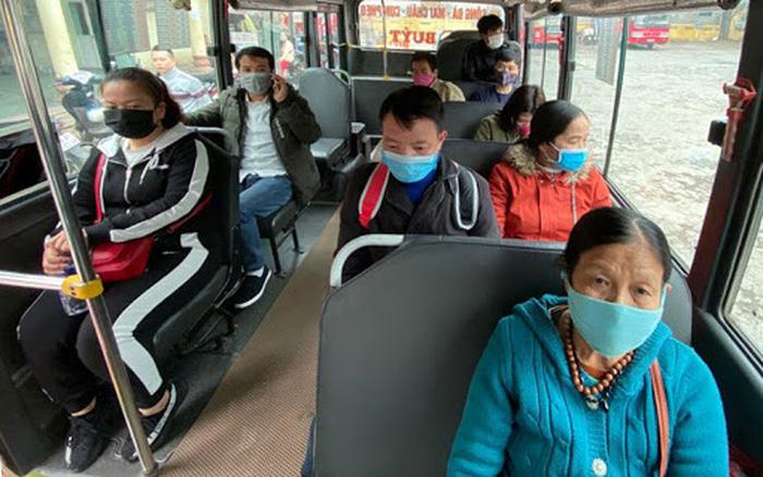 Xe buýt Hà Nội 'cấm cửa' với người không đeo khẩu trang
