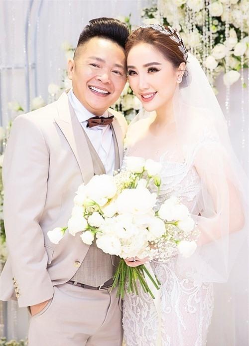 Bảo Thy và chồng trong đám cưới.
