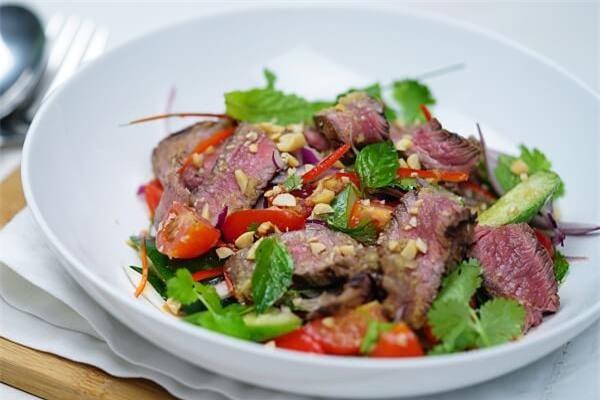 cach lam salad thit bo nuong