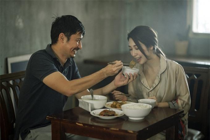 Huy Khánh và Khổng Tú Quỳnh đóng vợ chồng.