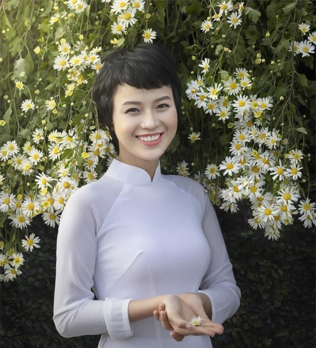 Nữ sinh Ngoại thương chữa khỏi ung thư xuất hiện với vẻ đẹp rạng rỡ - 1