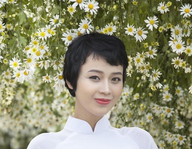Nữ sinh Ngoại thương chữa khỏi ung thư xuất hiện với vẻ đẹp rạng rỡ - 5