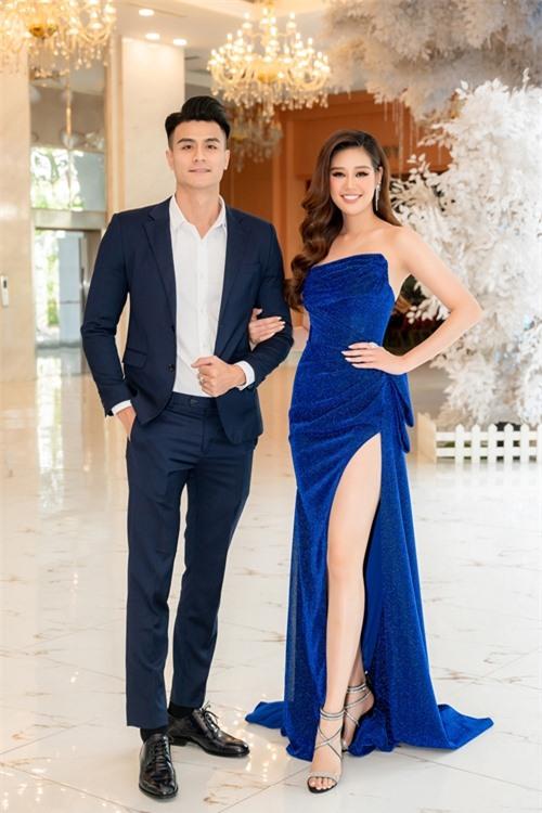 Được mời làm hai đại sứ của một resort cao cấp tại biển Vũng Tàu, siêu mẫu Vĩnh Thụy và hoa hậu Khánh Vân cùng dự họp báo của thương hiệu diễn ra tại TP HCM.