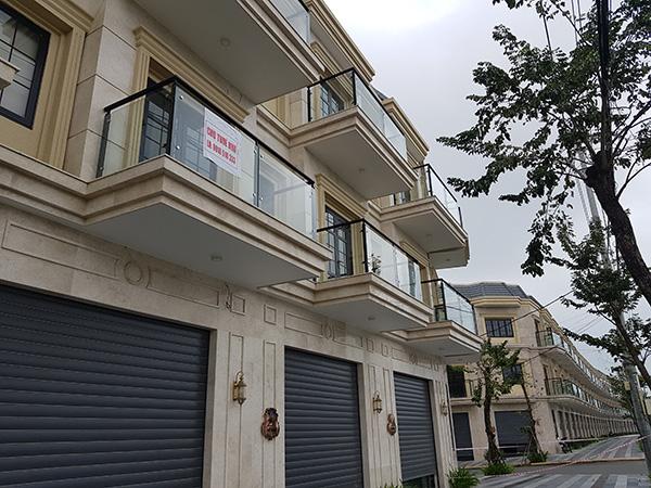 Một số người lỡ mua các căn hộ shophouse thì treo biển cho thuê nhà