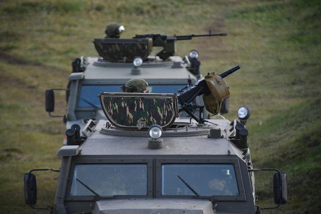 Xe tăng, xe thiết giáp Nga sẽ được trang bị vũ khí chống máy bay không người lái. Ảnh: RIA Novosti.