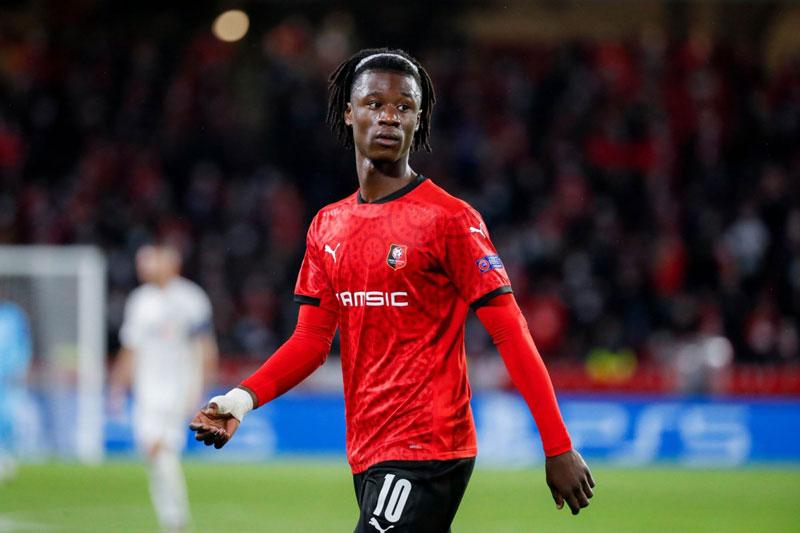Tiền vệ: Eduardo Camavinga (Rennes, 18 tuổi, định giá chuyển nhượng: 50 triệu euro).