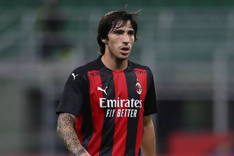 Tiền vệ: Sandro Tonali (AC Milan, 20 tuổi, định giá chuyển nhượng: 25 triệu euro).