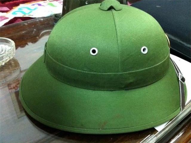 Cao sao vàng, chổi đót, nón lá Việt Nam đắt khách nơi xứ người - 2