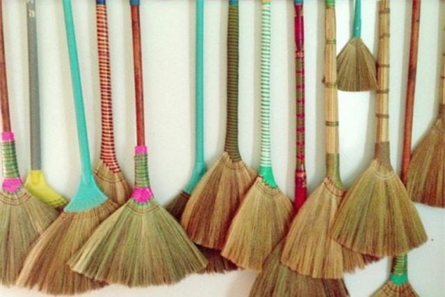 Cao sao vàng, chổi đót, nón lá Việt Nam đắt khách nơi xứ người - 4