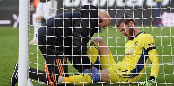 De Gea bị đau sau bàn thua thứ 2 của M.U