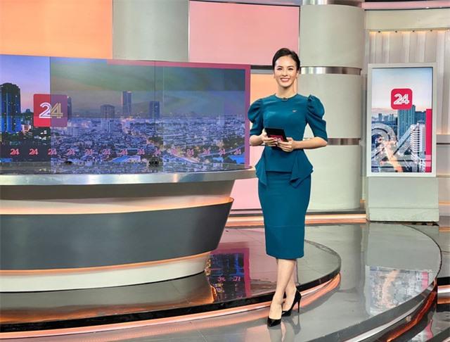 MC Quỳnh Nga trẻ nhất VTV24 không áp lực khi bị so sánh với Thụy Vân - Ảnh 3.