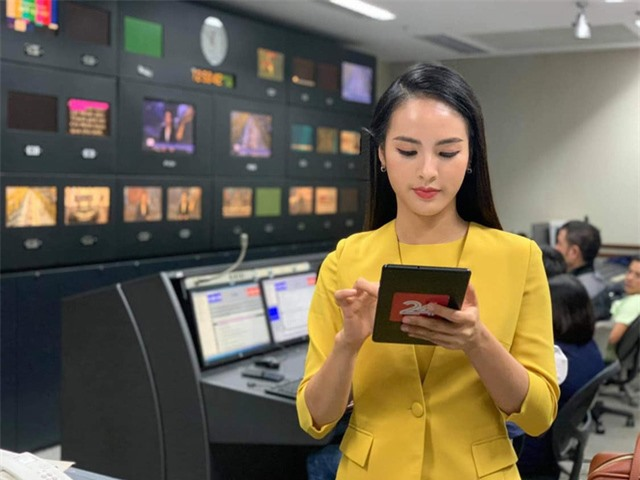MC Quỳnh Nga trẻ nhất VTV24 không áp lực khi bị so sánh với Thụy Vân - Ảnh 5.