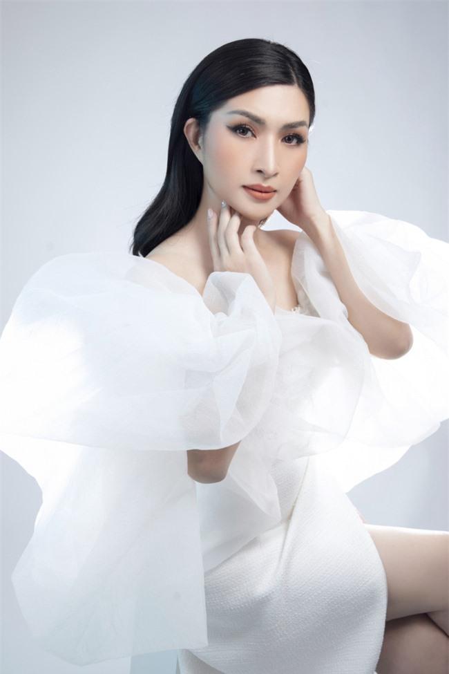 Nguyễn Hồng Nhung mong manh trong sắc trắng, tiết lộ về liveshow tiền tỷ - Ảnh 2.