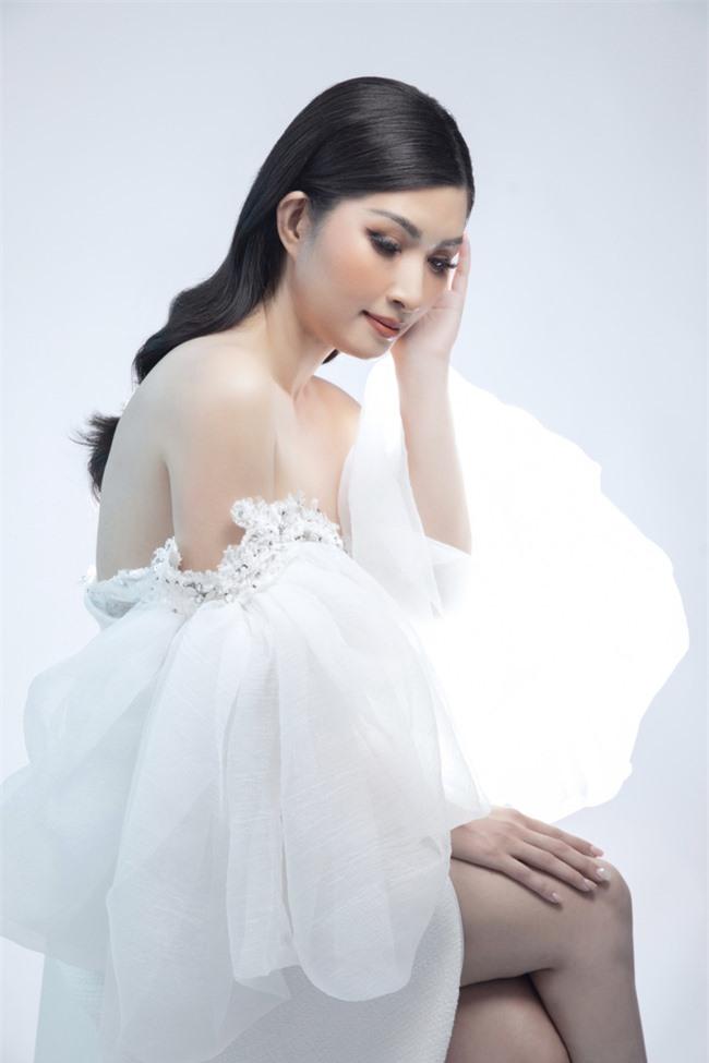 Nguyễn Hồng Nhung mong manh trong sắc trắng, tiết lộ về liveshow tiền tỷ - Ảnh 7.