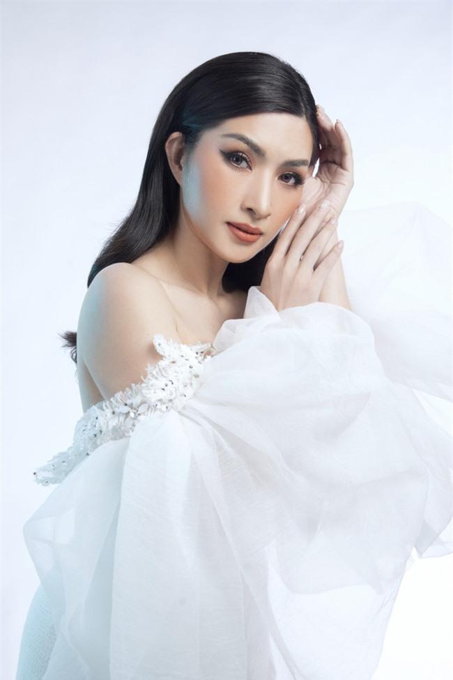 Nguyễn Hồng Nhung mong manh trong sắc trắng, tiết lộ về liveshow tiền tỷ - Ảnh 8.