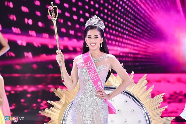 Soi biểu tượng quyền lực của Hoa hậu Việt Nam trong Thập kỷ hương sắc - Ảnh 4.