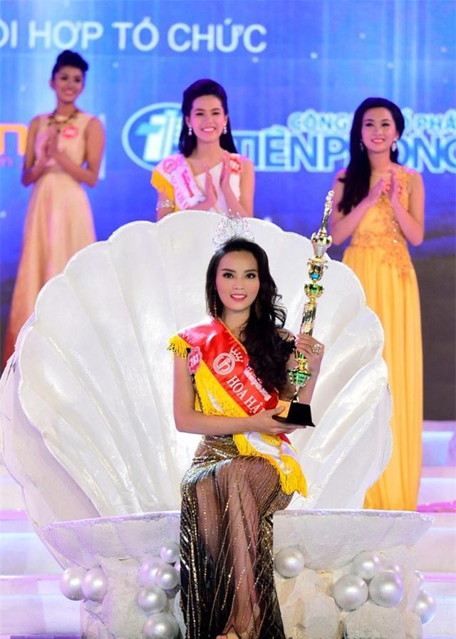 Soi biểu tượng quyền lực của Hoa hậu Việt Nam trong Thập kỷ hương sắc - Ảnh 8.