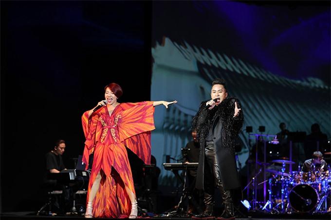 Tùng Dương và Hà Trần thăng hoa trên sân khấu.
