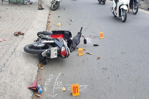 TP.HCM: Ngã xe do bị giật túi xách, chồng hôn mê, vợ gãy tay