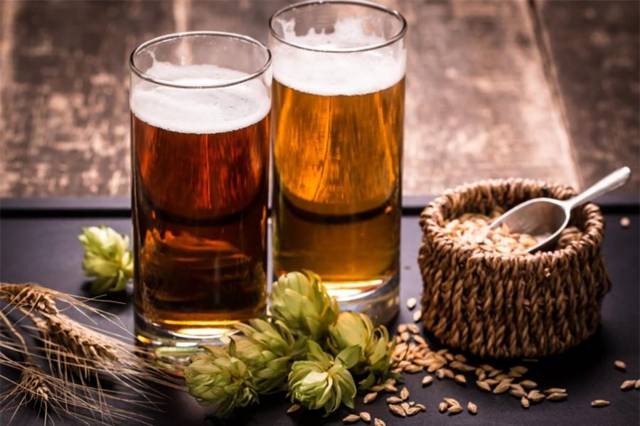Bia giúp làm sáng sàn gỗ